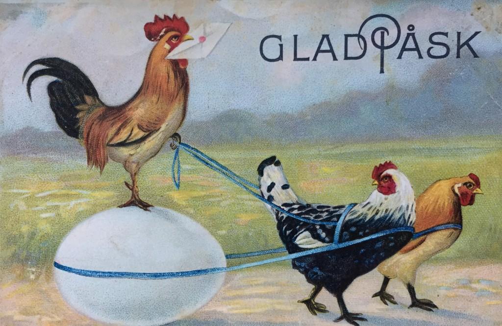 Antikt påskkort. Två hönor som drar en tupp på ett ägg.